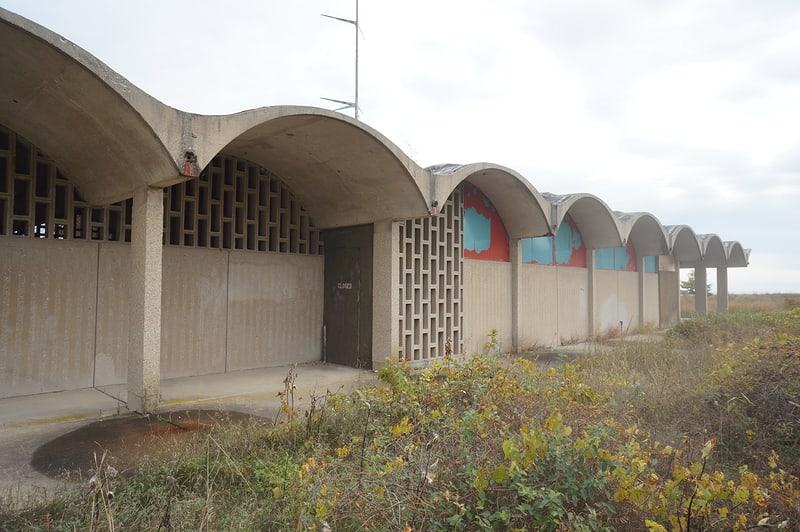 Abandoned bathhouse at Illinois Beach State Park
